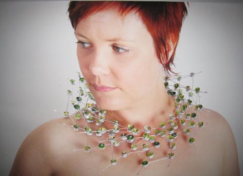 Modell med et av Maries smykker