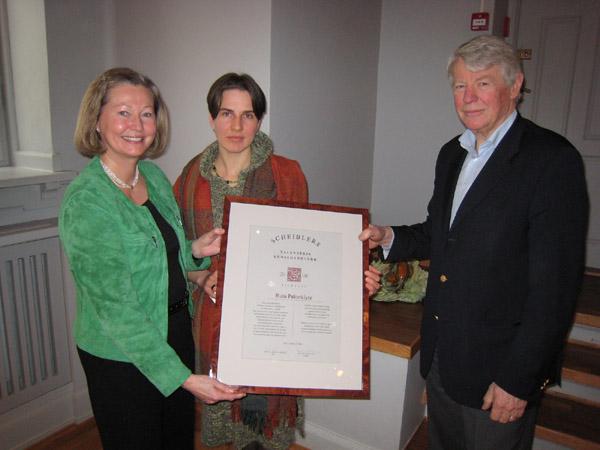 Prisvinner Ruta Pakarklyte flankert av prisutdeler Kaci Kullmann Five og styreleder i Scheiblers Legat Gustav Heiberg Simonsen